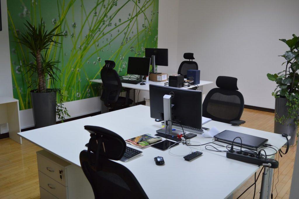Kancelarijska radna stolica RS124RG u prostoru
