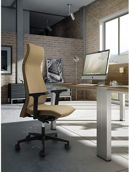 Kancelarijska radna stolica RS86 u prostoru