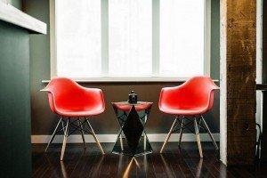moderna-kancelarijska-kuhinjska-stolica-ms1-slika-u-prostoru-crvena-stolica